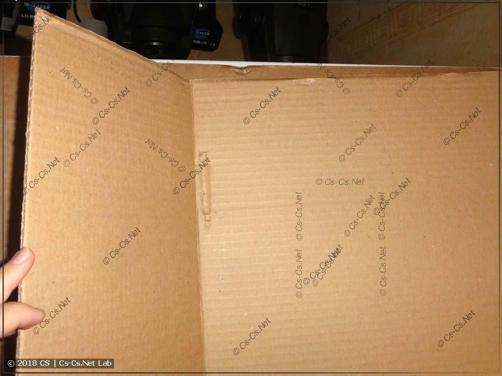 След на картоне от продавленной петли шкафа TwinLine (доставка от ЭТМ)