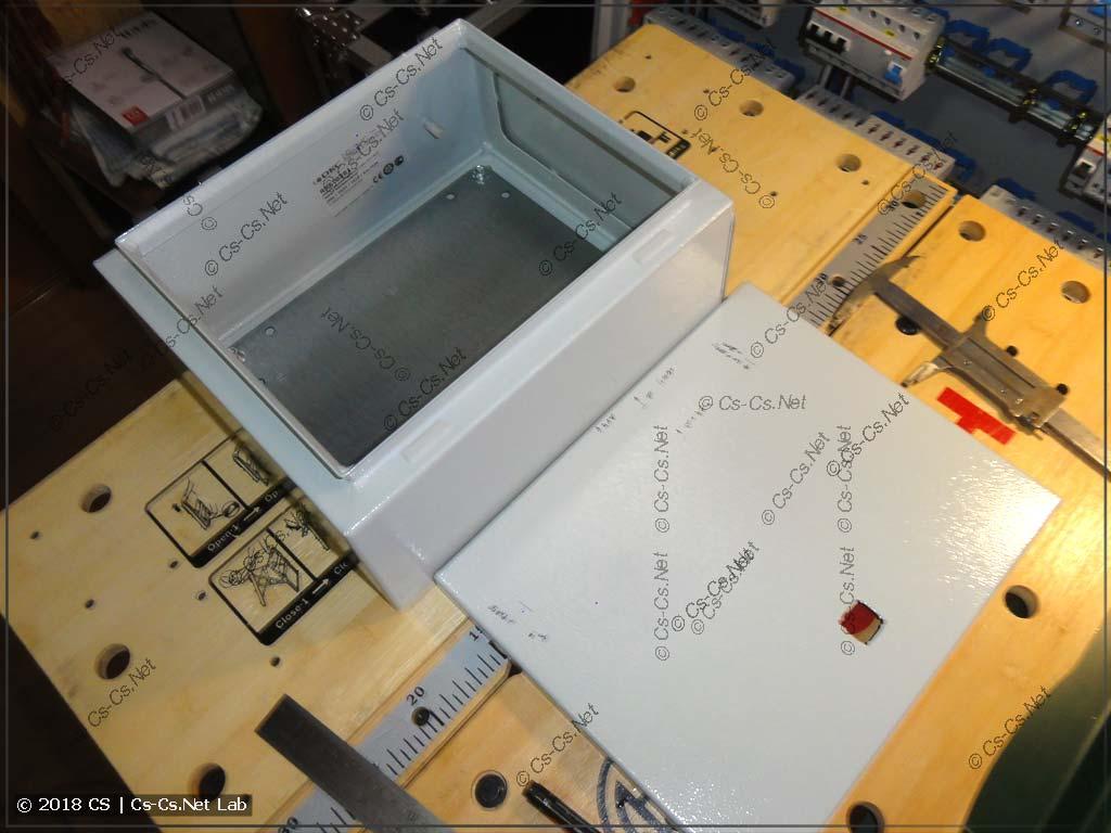 Корпус DKC ST, в котором будет смонтирован эмулятор IPM-E