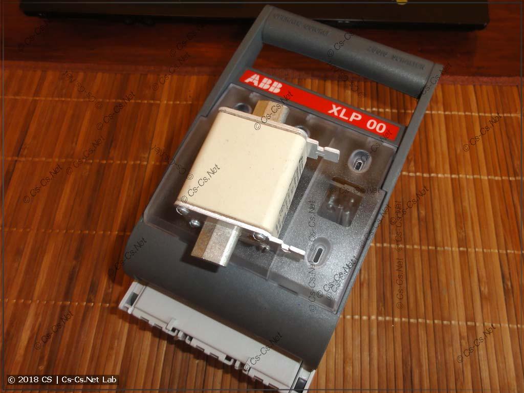 Рубильник ABB XLP размера 00 и плавкая вставка