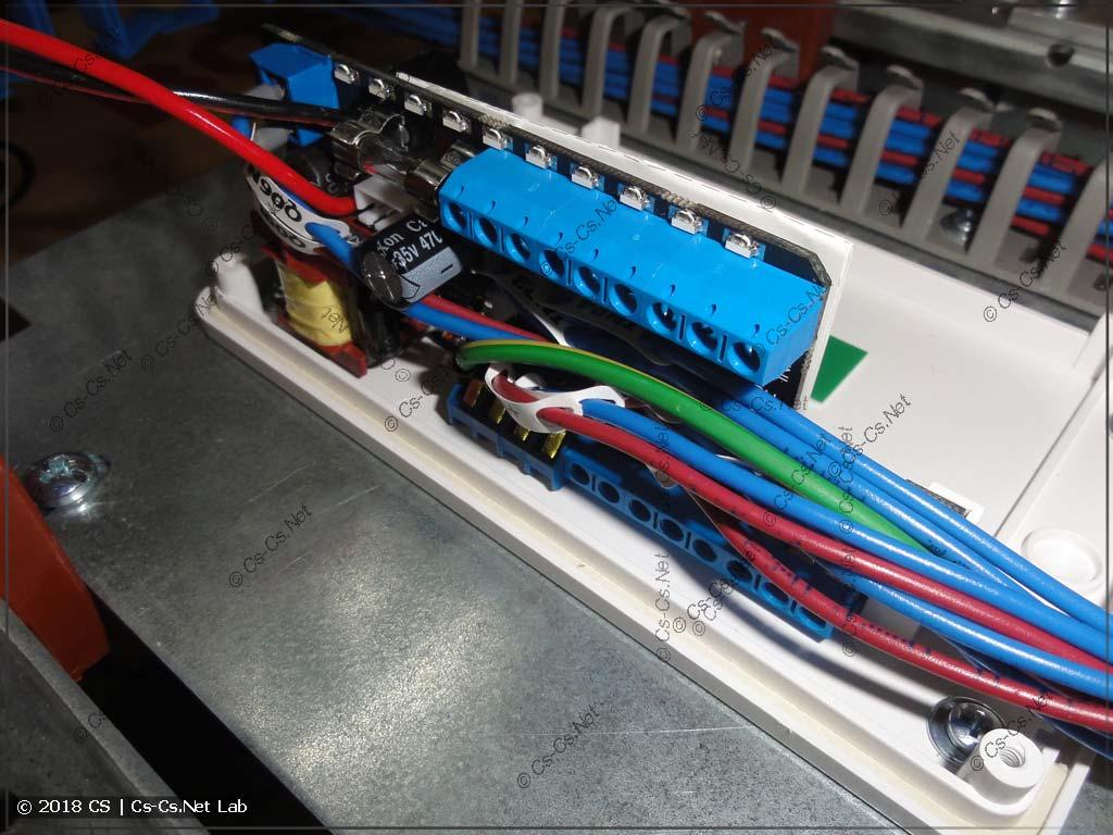 Куча проводов, которые, как обычно, не помещаются в корпус GidroLock