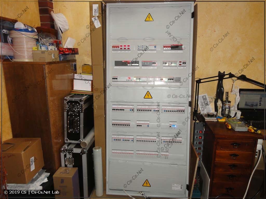 Силовой шкаф для коттеджа в Победа-2 (IPM™, силовые линии, свет на импульсных реле с центральным выключением)