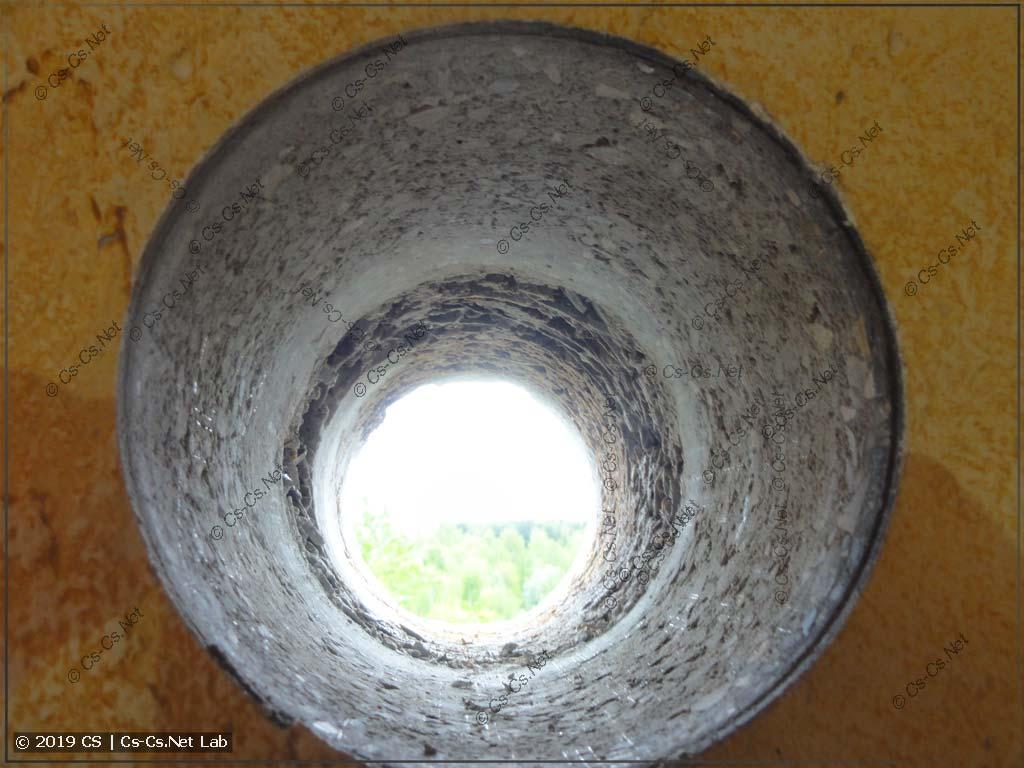 Дырка в стене для притока воздуха