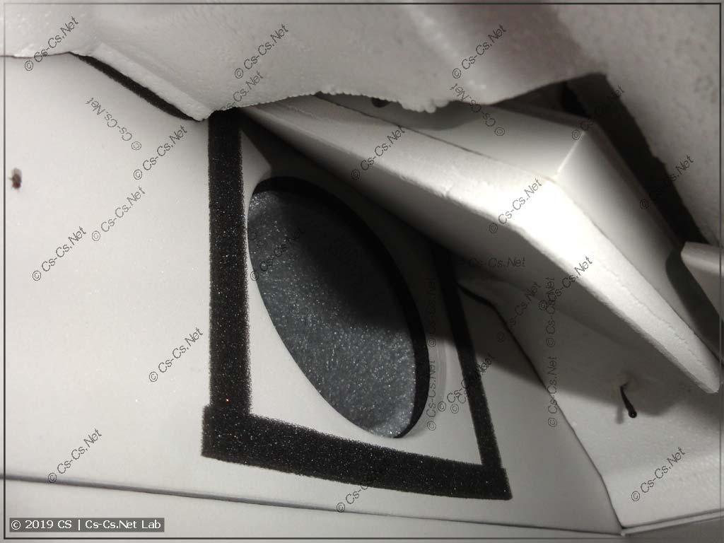 Внутри бризера Tion: заслонка и термодатчик входящего воздуха
