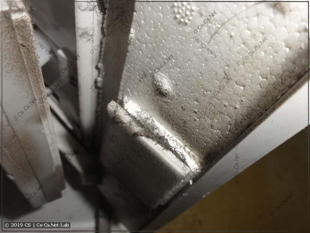 Грязь и пыль внутри бризера (их надо чистить)