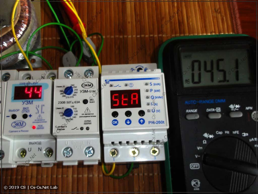 При напряжении меньше 100 вольт реле не запускается (так и задумано)