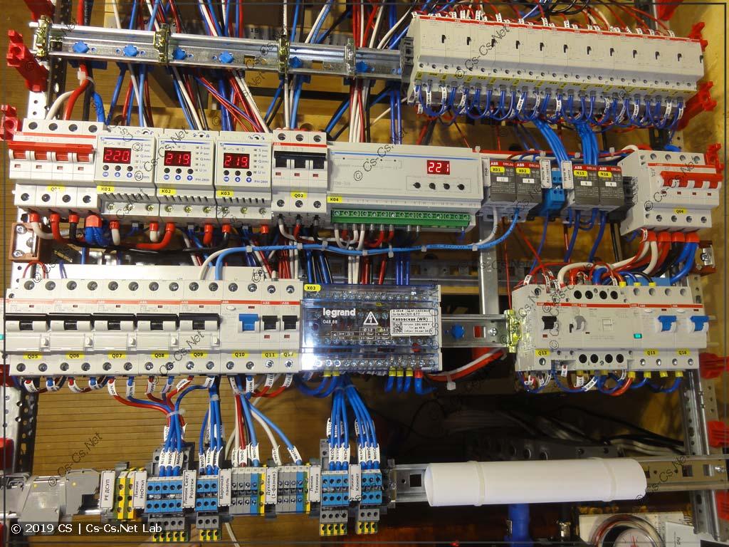 Управление питанием щита: неотключаемые линии, отключение всего света на контакторе, переключатель фаз