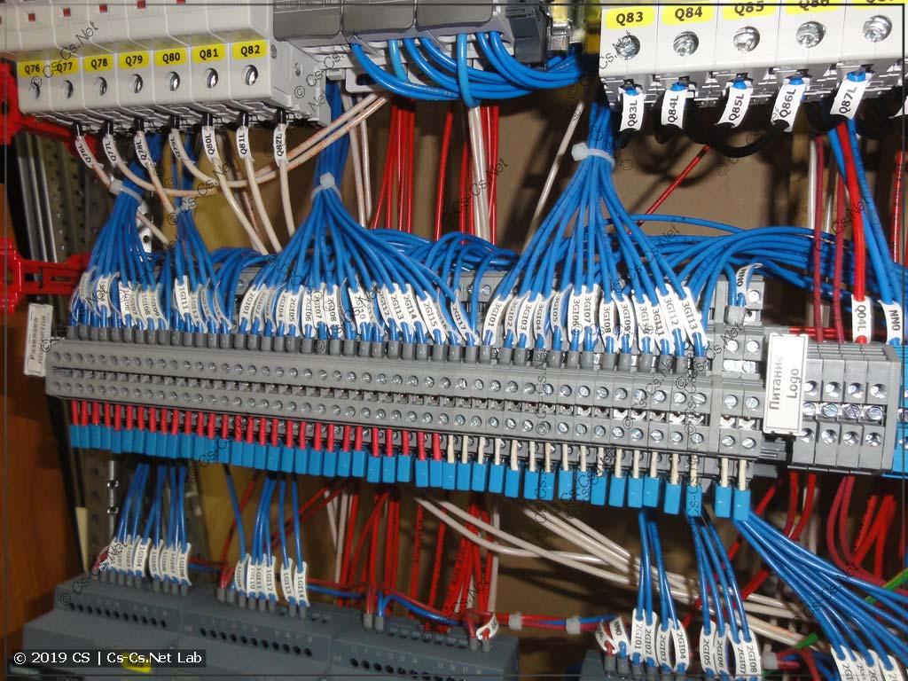 Целая линейка конденсаторов ламп подсветки на клеммах D2,5/6.DA