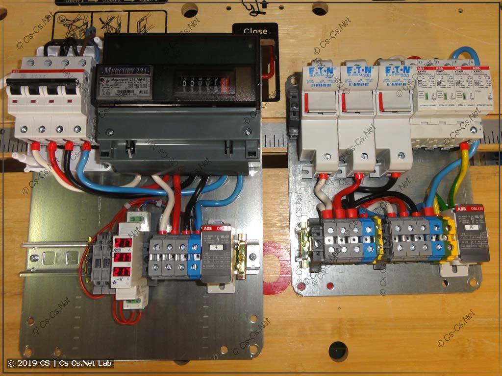 Щит учёта состоит из вводного автомата, счётчика и вольтметра