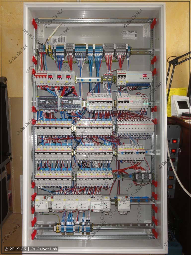 Внутренний монтаж щита с автоматикой KNX (очень приятно и просторно)
