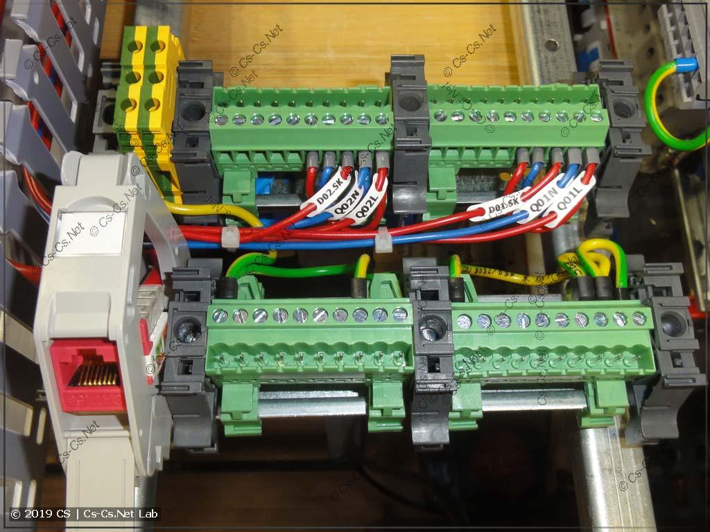Система внутри щита: разъёмные блоки Phoenix Contact и держатель вставки KeyStone