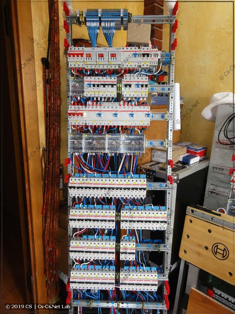 Монтаж щита в Воздвиженское. Тут смешаны пластроны на 125 и на 150 мм