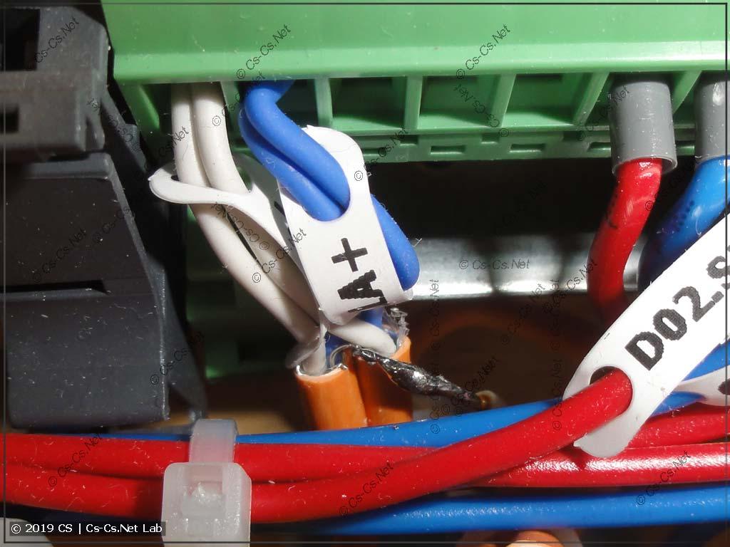 Спайка экранирующей жилы кабелей между собой в щите