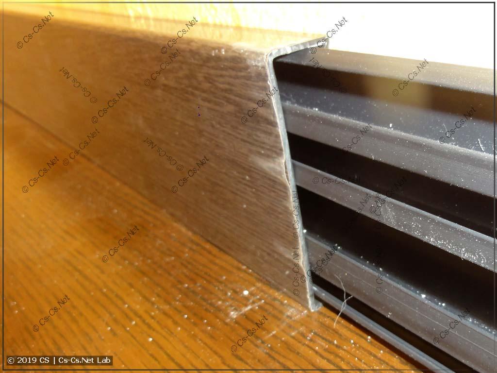 Тестируем закрывание крышки: если основание упирается в пол, то это не мешает закрываться крышке