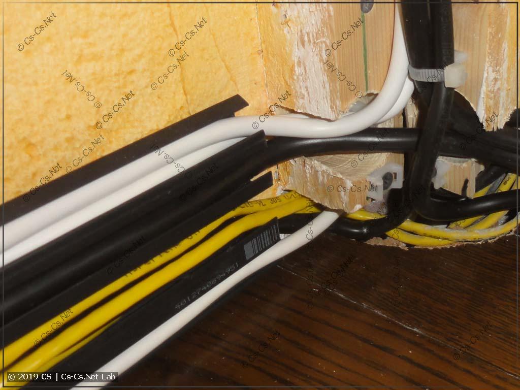 Считаем кабели в плинтусе! 7 штук кабелей!