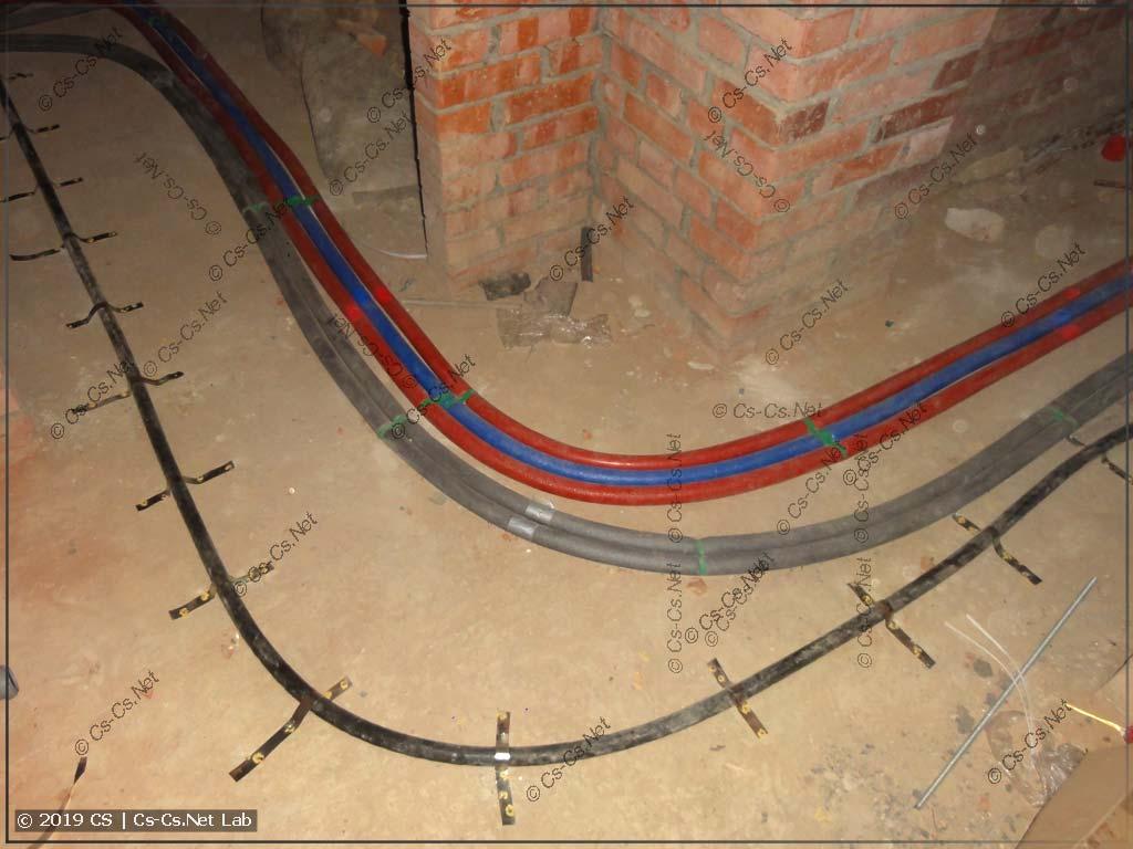 Вводной кабель проложен (пристрелен монтажным пистолетом) до щитовой