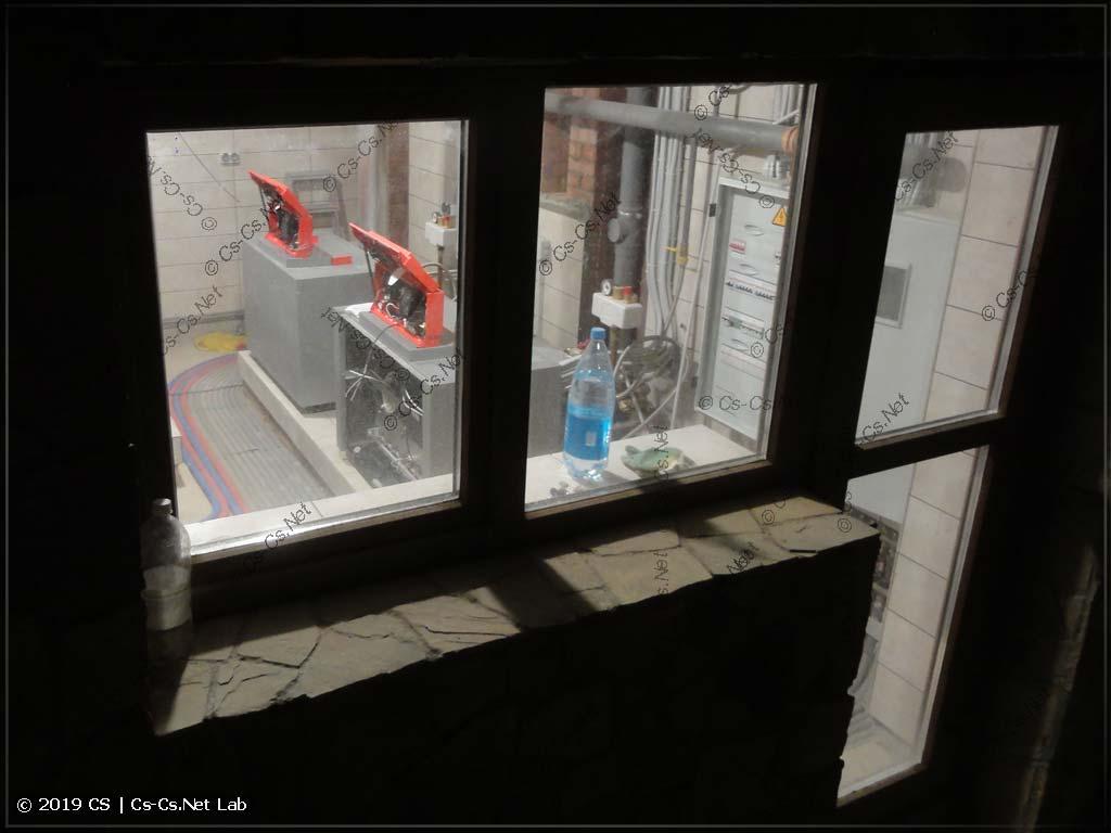 Страшные роботы Viessmann за стеклом