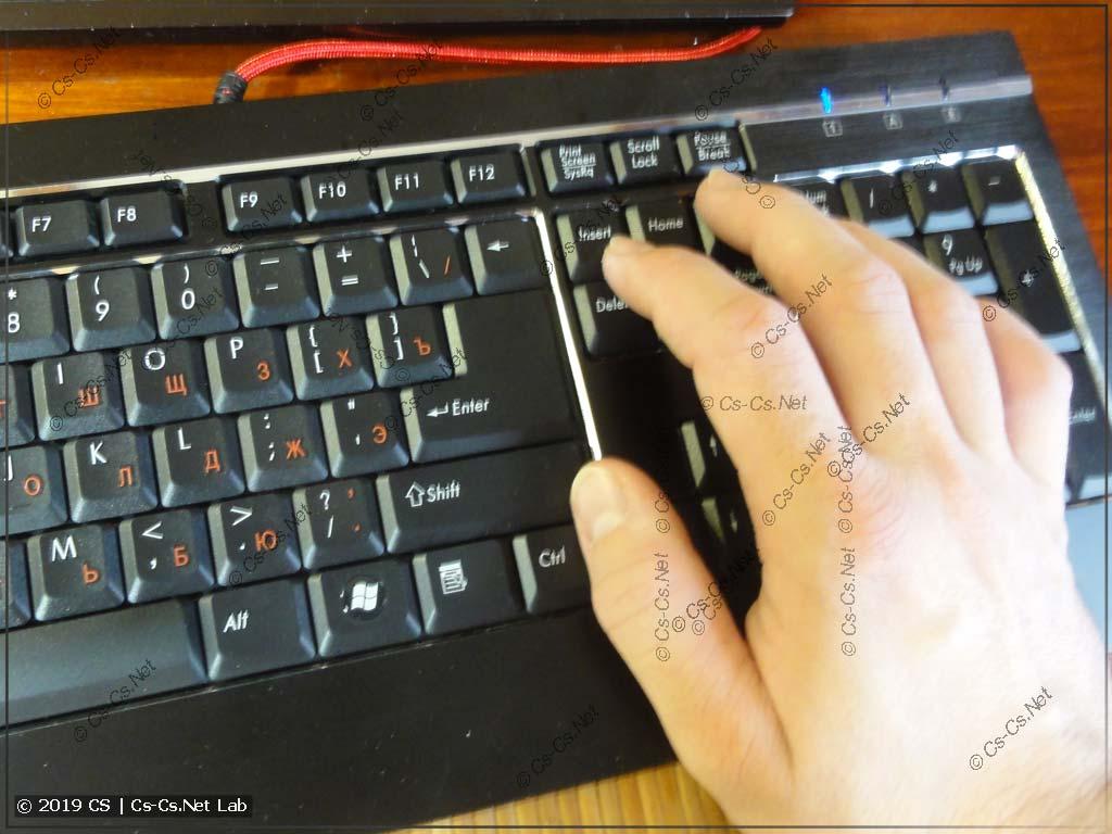 Работа на клавиатуре правой рукой