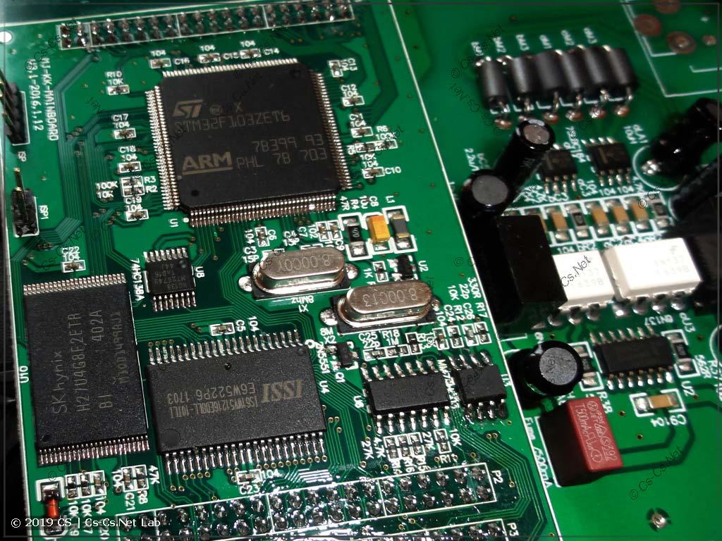 Сам процессор пульта и его обвязка (память)
