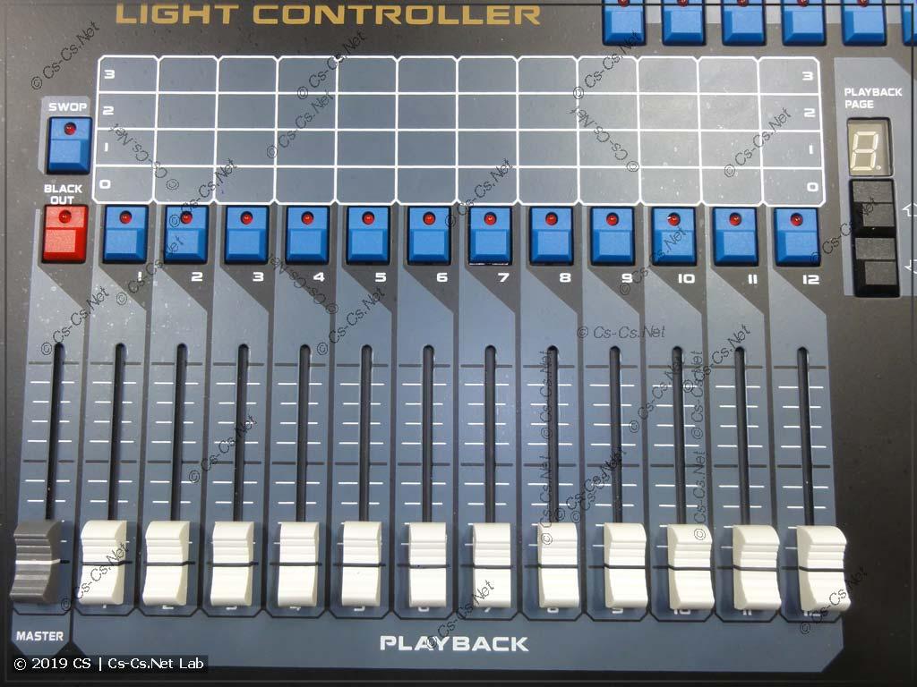 Часть пульта для работы со световыми программами (PlayBack)
