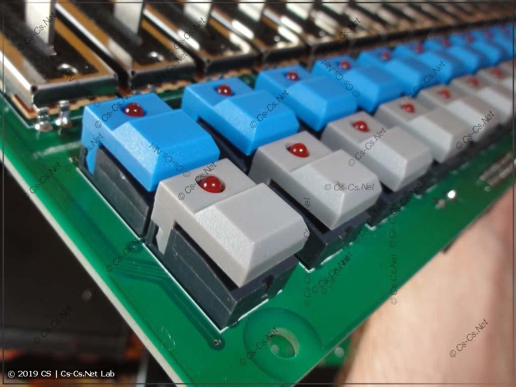 Кнопки серии PB86, которые используются во многих сериях световых пультов