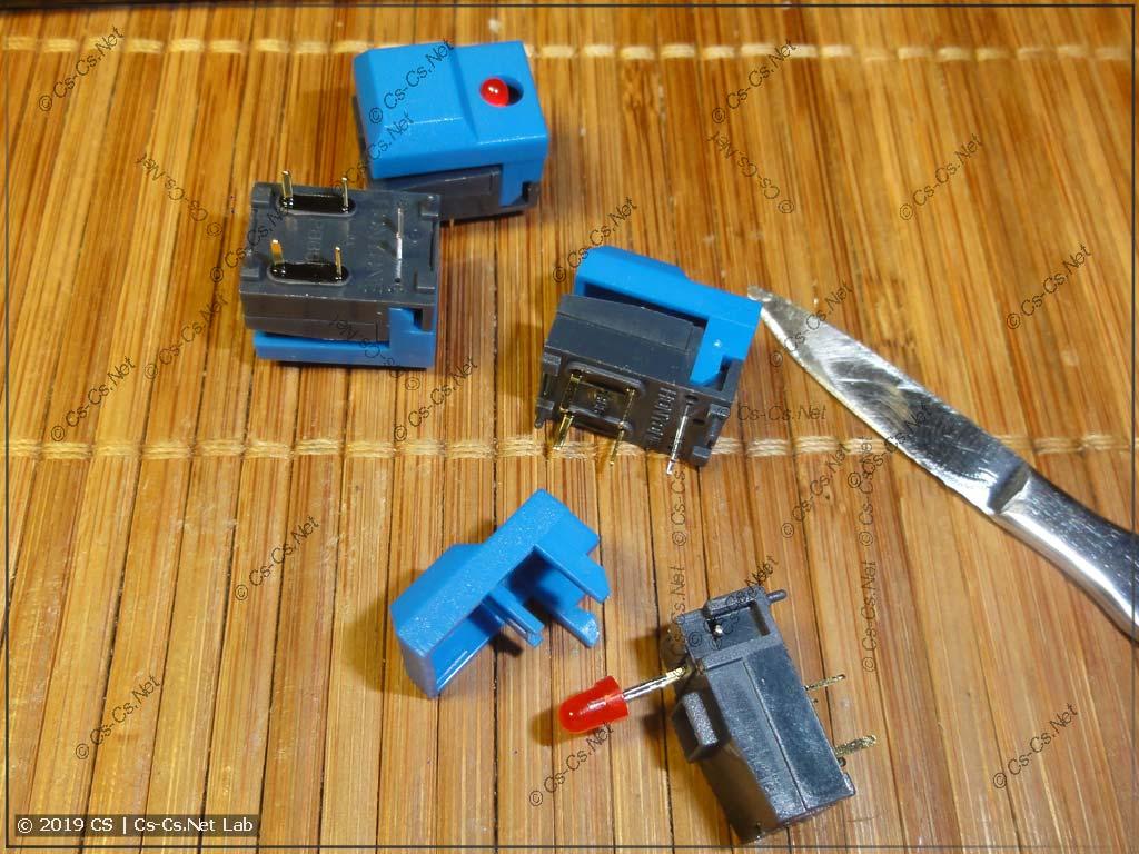 Устройство кнопки серии PB86: сама кнопка, цветная крышка и светодиод, который можно вынуть