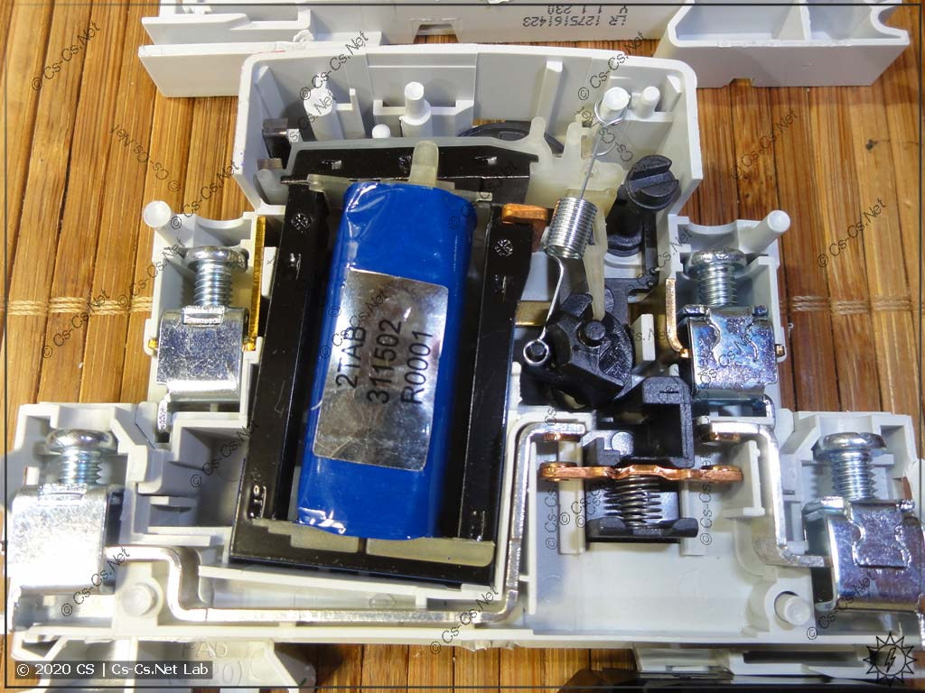Внутреннее устройство импульсного реле ABB E290