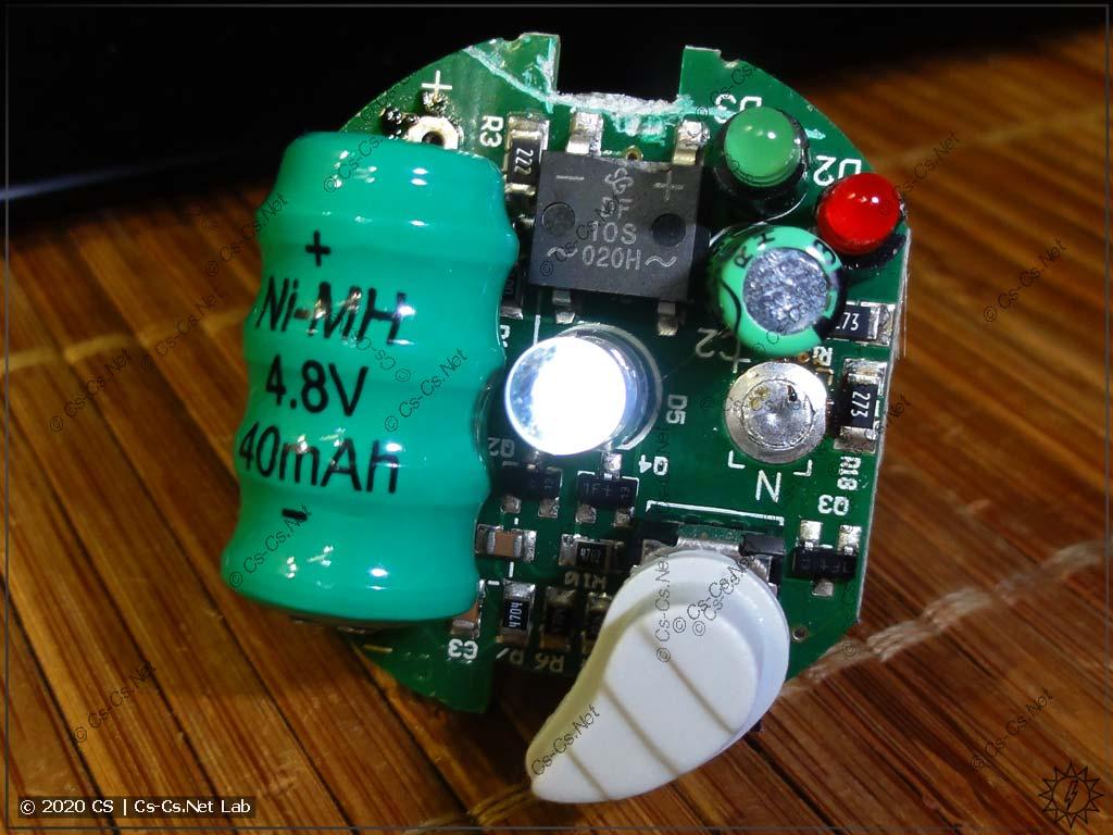 Ура! Заменил аккумулятор на новый - лампочка показывает признаки жизни!