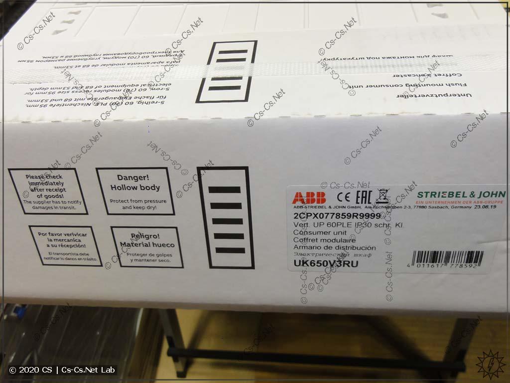 Боковая сторона упаковки щита ABB UK600, где указаны его параметры