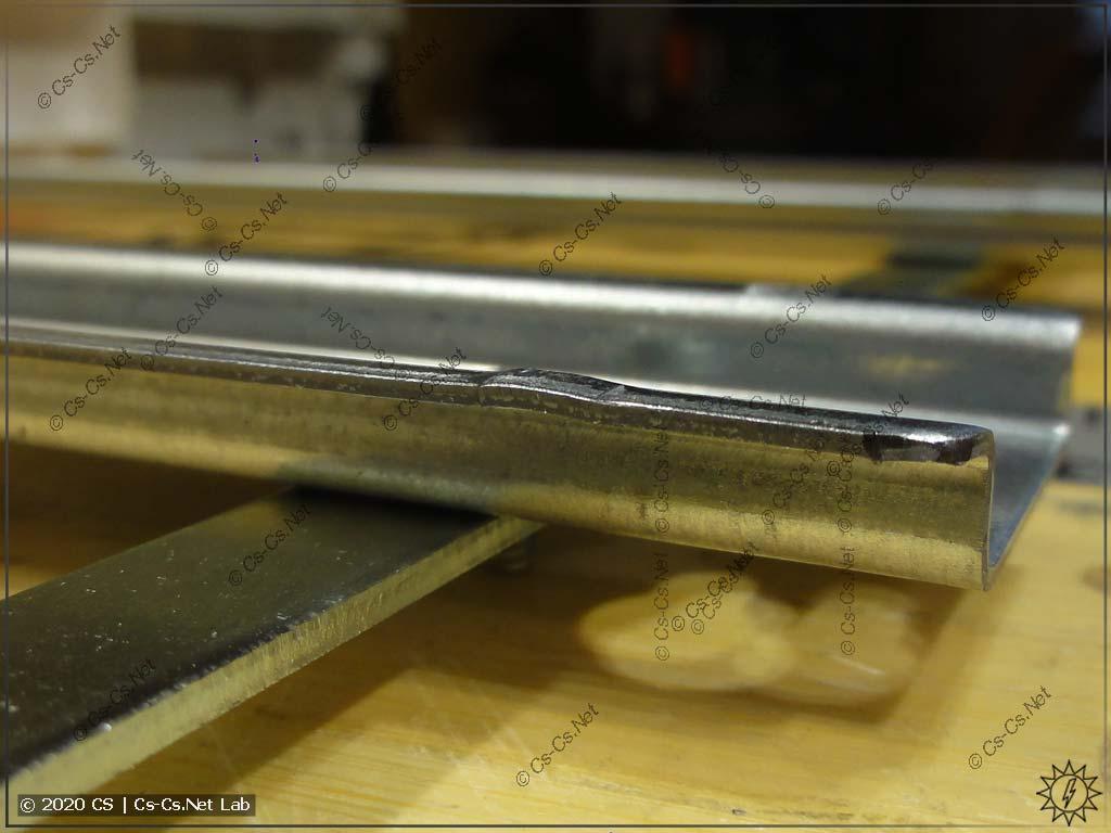 После того, как DIN-рейку выпрямили (если мы используем дополнительные модули), они всё равно будут кривые
