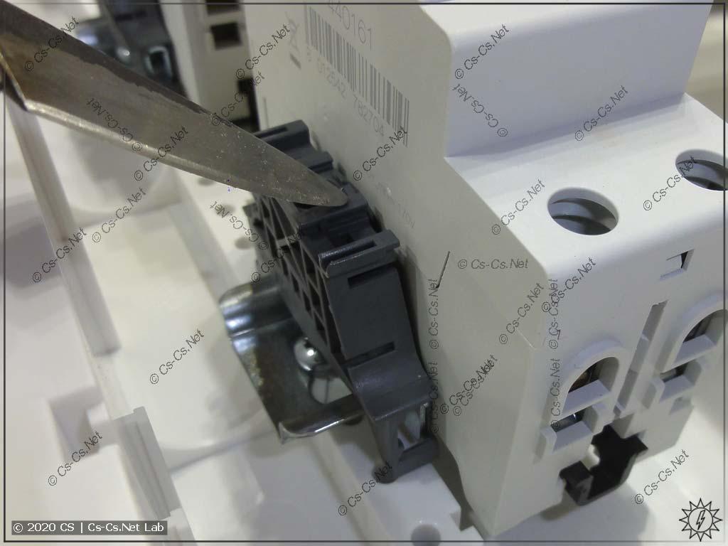 После того как усики-ограничители на DIN-рейках UK600 выпрямлены, фиксаторы BAM4 всё равно встают криво!