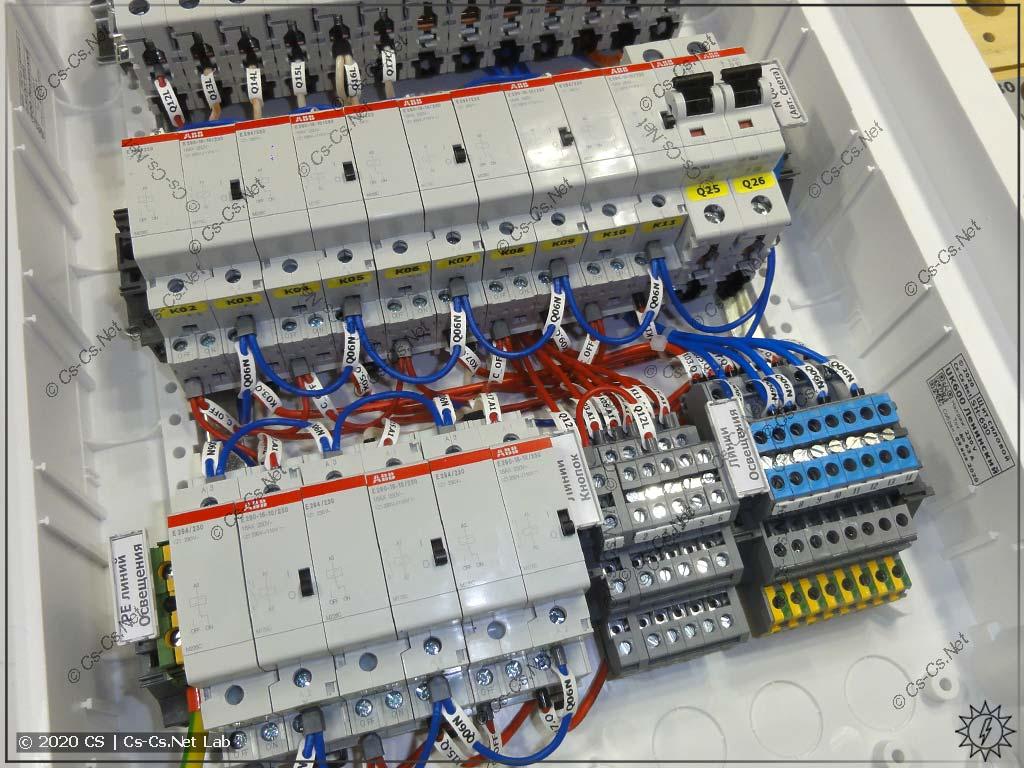 Монтаж импульсных реле E290 и модулей центрального управления E294/230 в щите ABB UK600