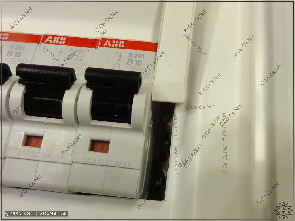 Материмся на пластрон UK600: из-за странного шага заглушек резервных мест в пластроне остаётся дыра!