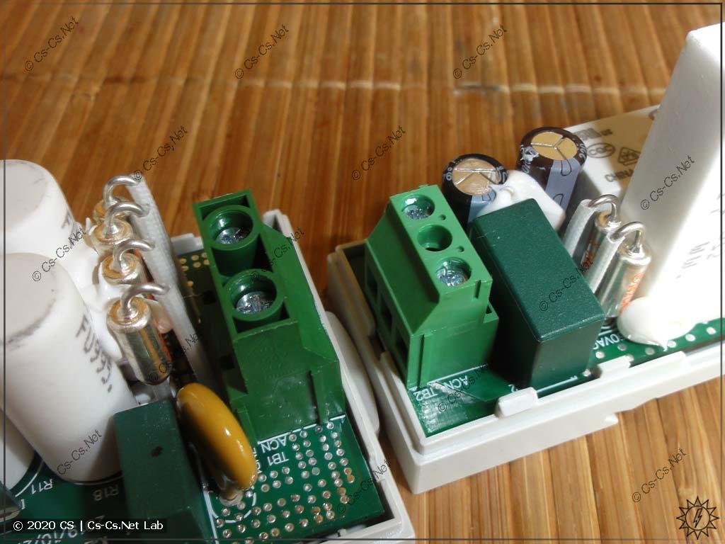 Вид на термопредохранители в реле Mean Well ICL (слева ICL-16R, справа ICL-28R)