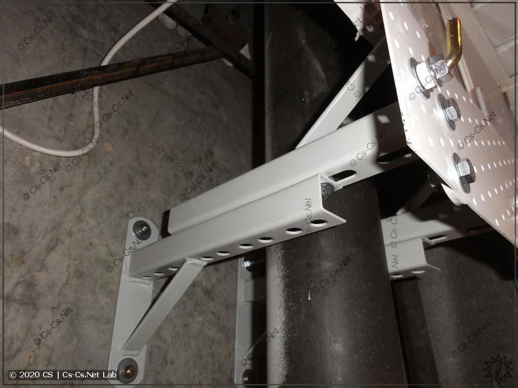 Сделал кронштейны для крепления бойлера на единственную бетонную стенку (вентшахту)