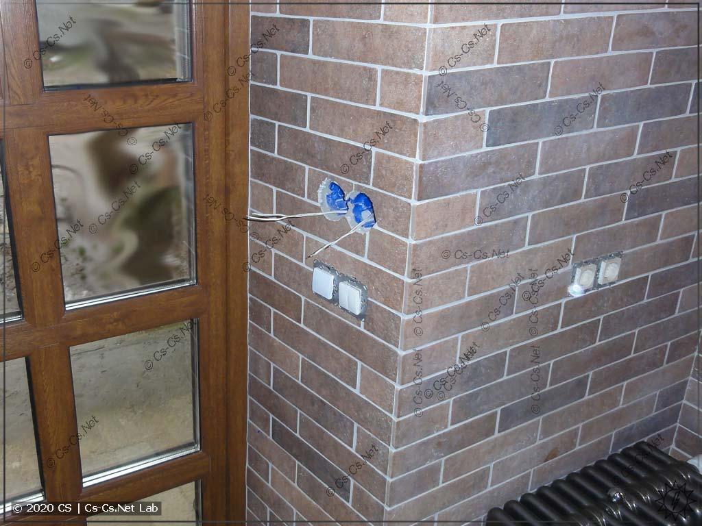 Место у входа дома в Химках, где не хватает кнопок и где удобно поставить ВП110 от ОВЕНа