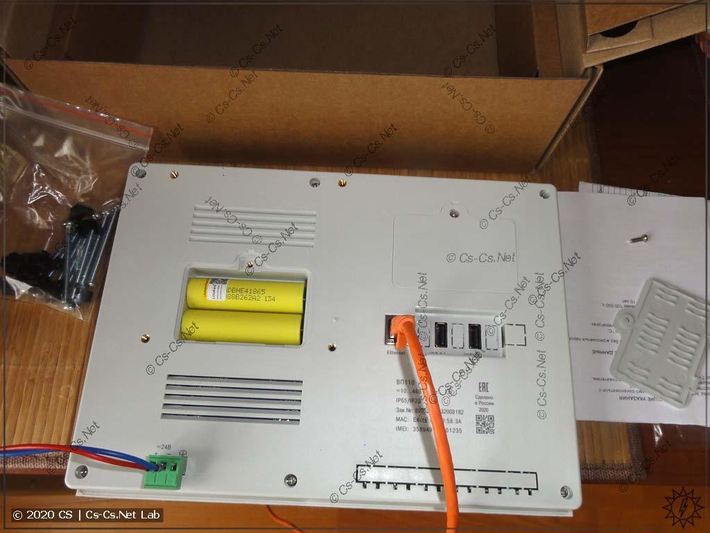 Комплектность панели ОВЕН ВП110: аккумуляторы (установлены), крепёж, инструкции