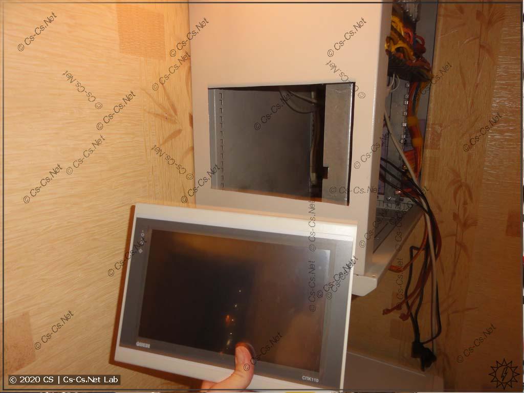 Процесс установки ОВЕН СПК110 в мой домашний рэковый шкаф