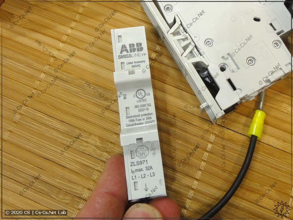 Адаптер ABB ZLS971 для подключения обычной модульки к шинам SMISSLINE