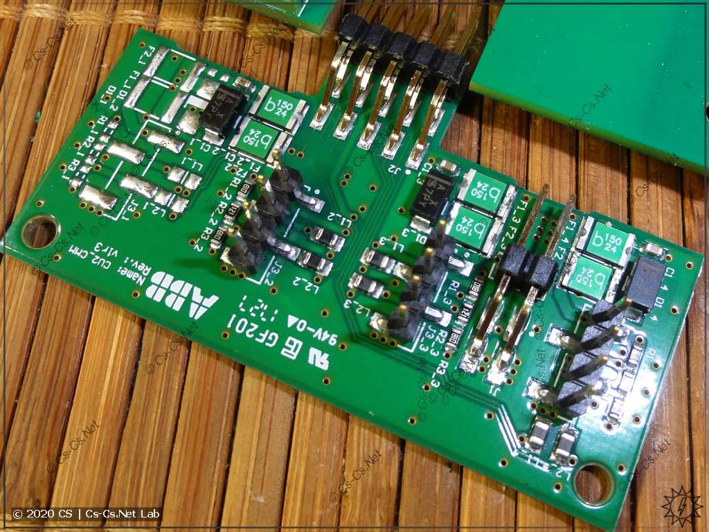 Платка для подключения шлейфов датчиков тока (видно, что можно подключить до 4 штук, если прошивка позволила бы)