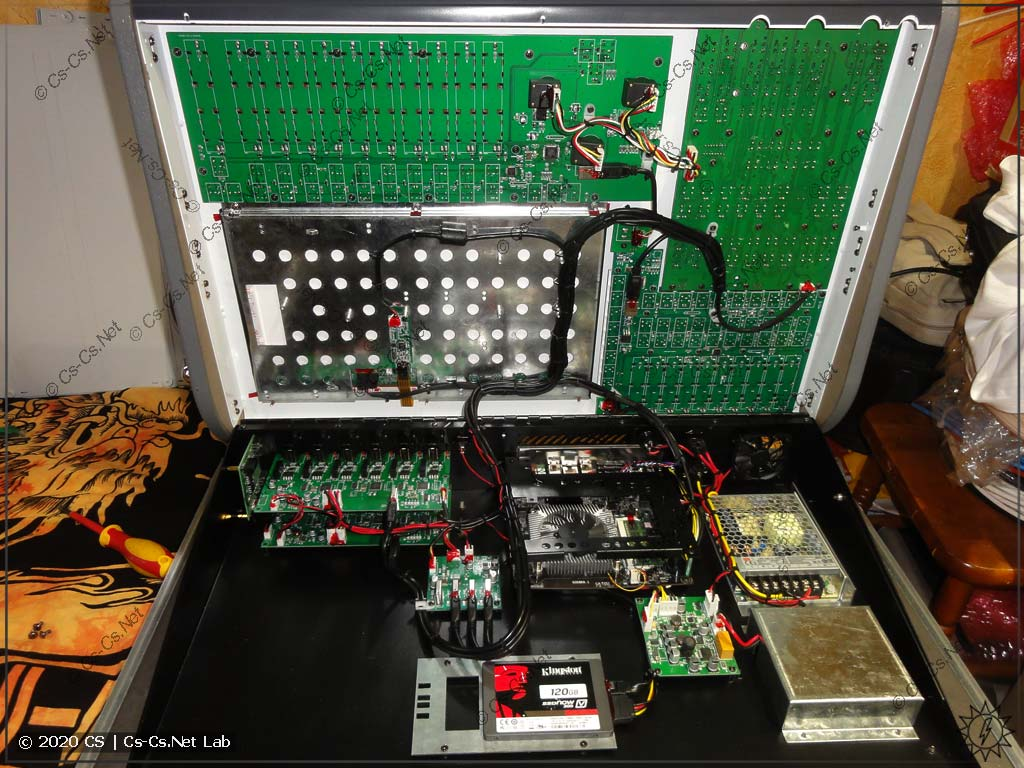 Внутренности светового пульта Avolites Tiger Touch II