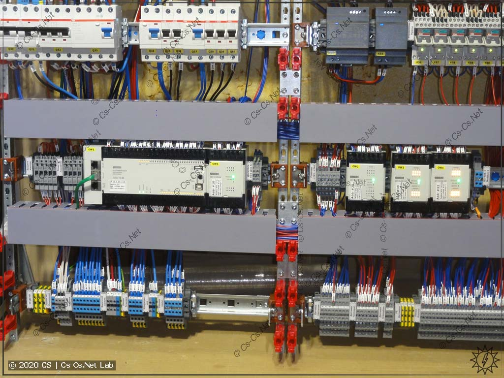 ПЛК и его модули ввода-вывода с обвязкой