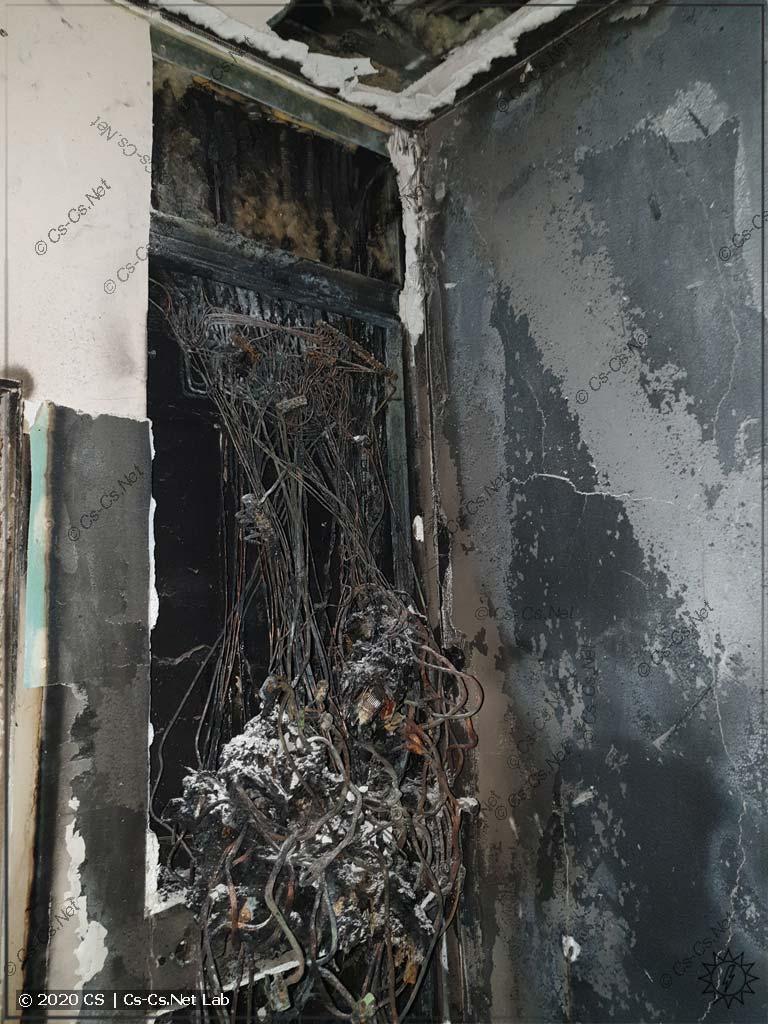 То, как сгорел смонтированный щит на квартире заказчика (из-за плохого контакта в счётчике)