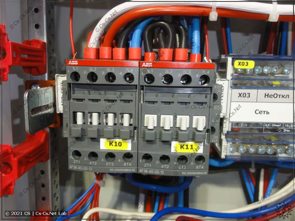 Основная часть АВР - два контактора ABB AF (нули сети и генератора - раздельные)