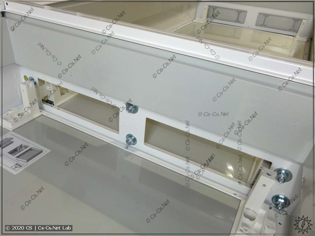 Соединение двух шкафов типа ABB B при помощи болтов