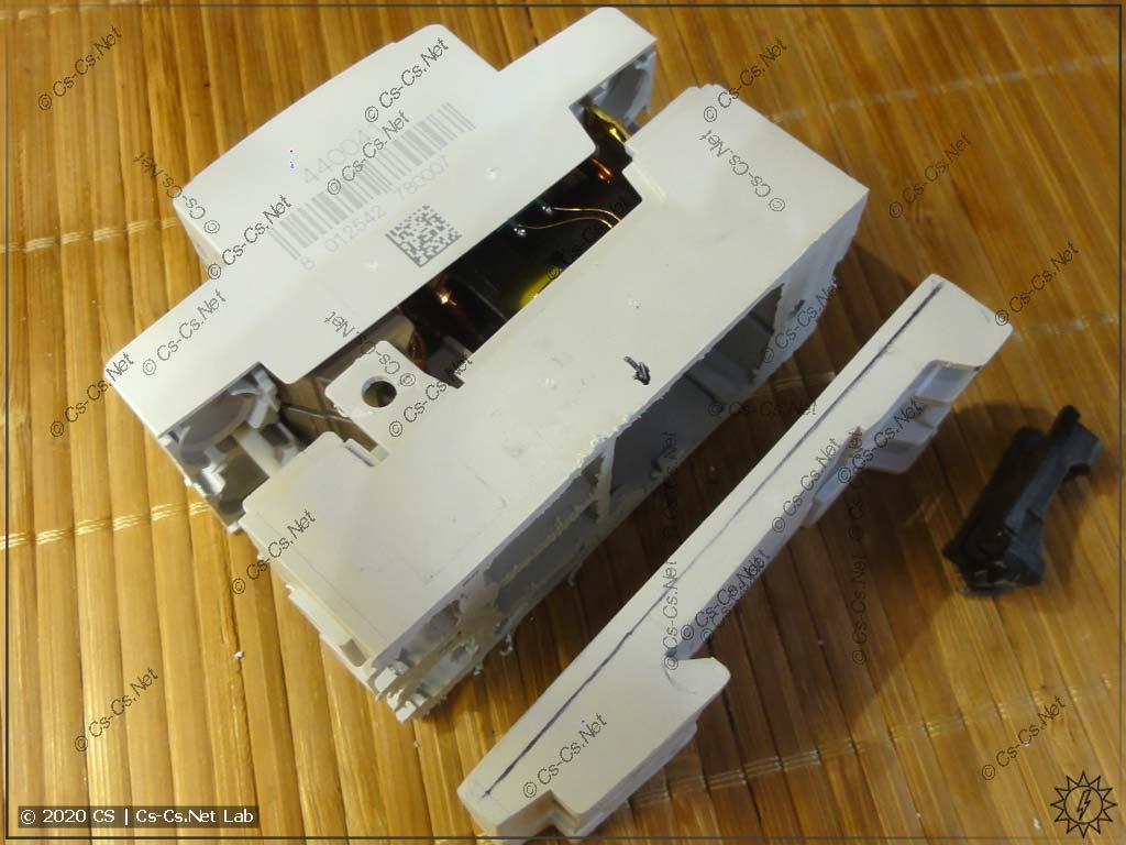 Придуриваемся: распиливаем старую ABBшную УЗОшку для того, чтобы взять панельку под крепление блока ODPS