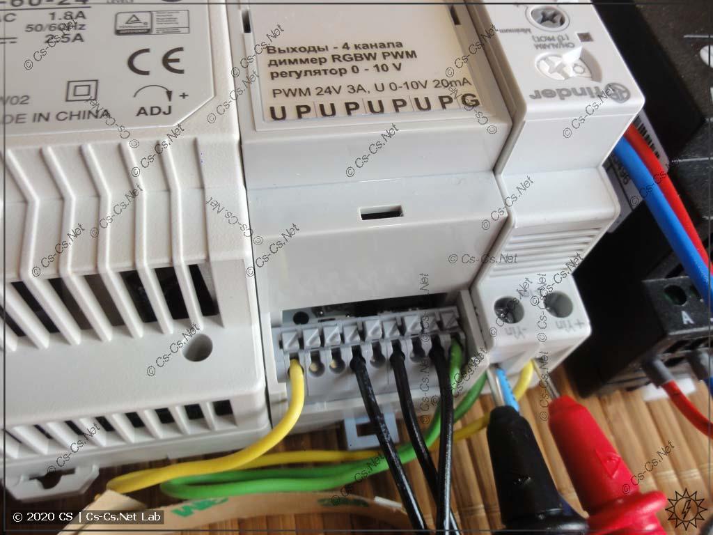 Подключение сигналов к диммеру DDL04R: с первого канала берём 0..10V на Finder, с остальных трёх - RGB на LED-ленту