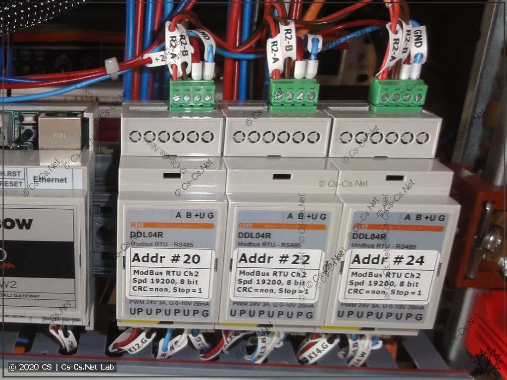 Диммеры DDL04R, установленные в щите (для трёх LED-лент)