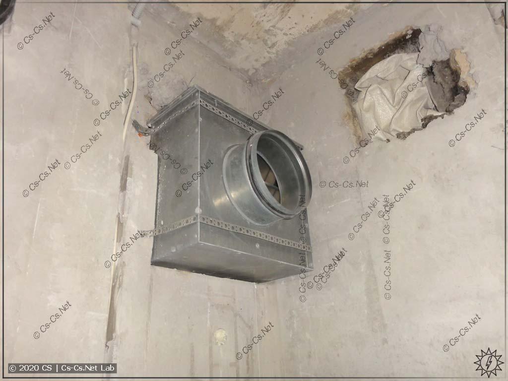 Злой канальный вентилятор у заказчика на кухне. Тоже управляем связкой DDL04R + Finder 0..10V