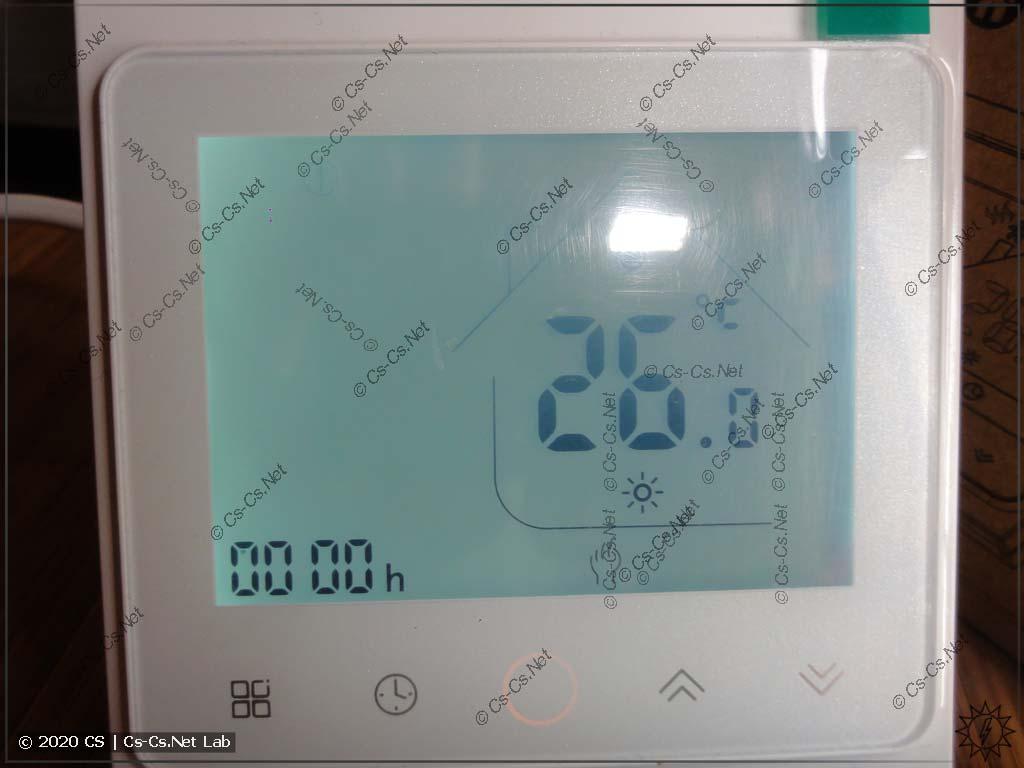 Передняя панель термостата (подсветка включена)