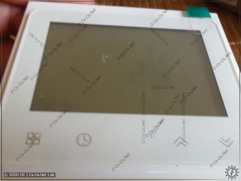 Плохой угол обзора LCD-экрана: с боков уже ничегошеньки не видать